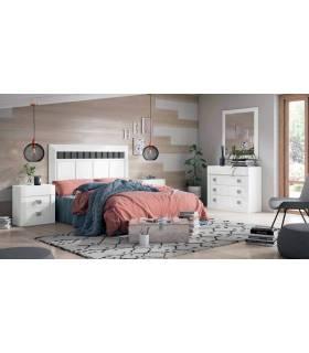 Dormitorio blanco de matrimonio, contiene cama con cabecero y mesitas de noche + aparador