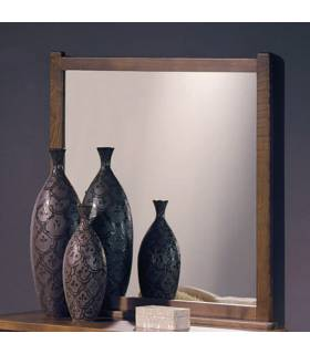 Espejo de estilo rustico, realizado en madera de roble macizo.