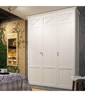 Armario de estilo clásico con tres puertas