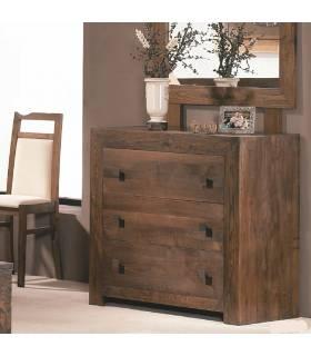 Cómoda de estilo rústico realizada en madera de roble macizo y de alta calidad.